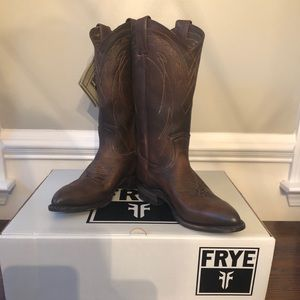 NWT Frye Billy Pull On Boots